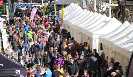 El bon temps va omplir de públic el recinte habilitat per celebrar la Fira de Tardor de Sort.