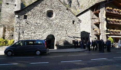 Les restes de Jordi Riba descansen des d'ahir al panteó de la família al cementiri d'Alins.