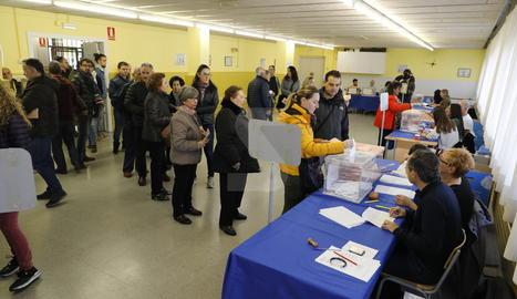 El col·legi electoral situat a l'escola Frederic Godàs de Lleida aquest matí.