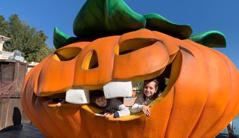 L'Abril i el seu germà Marcel van gaudir d'un Port Aventura Park decorat per a l'ocasió.