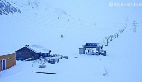 Una imatge d'aquest dilluns de la webcam de l'estació Baqueira Beret a la Bonaigua.