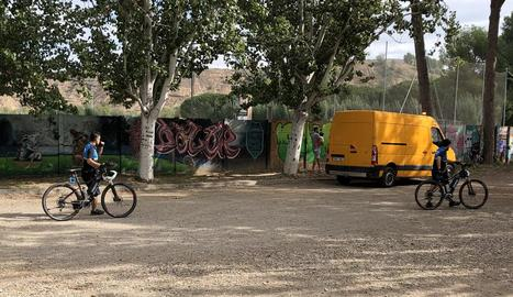 Agents de la Urbana que vigilen amb bicicleta a l'estiu.