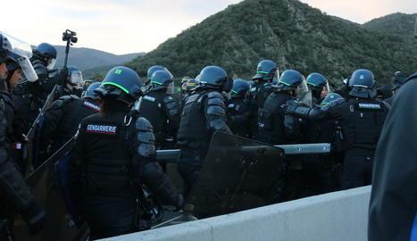 La policia francesa avança per l'AP-7.