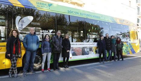 La presentació de la campanya per difondre les accions de l'IMO, amb publicitat als autobusos.
