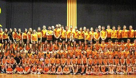 A la imatge, els diferents equips del club de futbol de Bellpuig que es van presentar dissabte passat al camp.