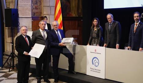 El president de la Generalitat, Quim Torra, ha encapçalat l'acte al Palau. Han recollit el guardó el president del Grup Segre, Robert Serentill; el director executiu, Juan Cal, i el director de diari Segre, Santiago Costa.
