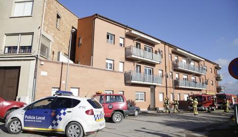 Un incendi en un edifici de Juneda obliga a passar la nit en una casa de colònies 120 veïns