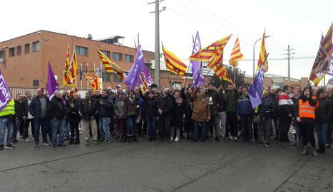 Els treballadors de Sada s'han manifestat pels carrers del polígon.