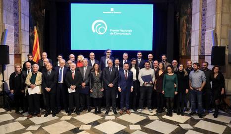 L'equip directiu i d'accionistes del Grup SEGRE, ahir al Palau de la Generalitat després de rebre el Premi Nacional de Comunicació 2019.