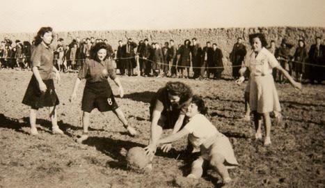 Montserrat Clavera, Dolors Solé i Pilarín Minguell, durant l'homenatge d'ahir.