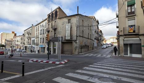 La cruïlla de l'avinguda Catalunya amb el carrer Victòria.