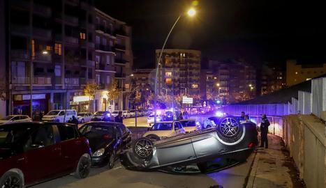 Imputat després de bolcar amb el cotxe a Lleida i duplicar la taxa d'alcohol