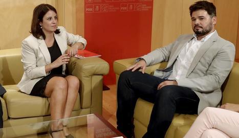 Adriana Lastra, i el seu homòleg d'ERC, Gabriel Rufián, durant una reunió al setembre.