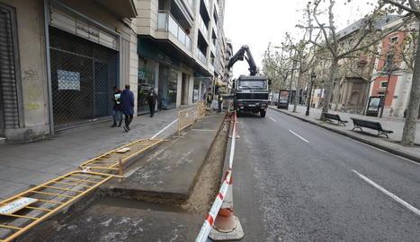 La Paeria millora el paviment d'un tram de la rambla Ferran que estava deteriorat