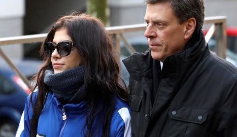 La germana i el pare de Diana Quer, fora dels jutjats.