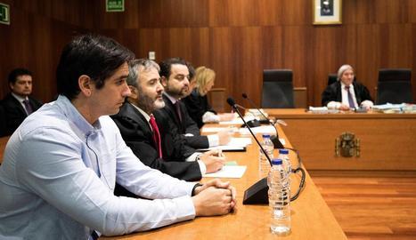 L'acusat Rodrigo Lanza amb el seu advocat durant el judici.