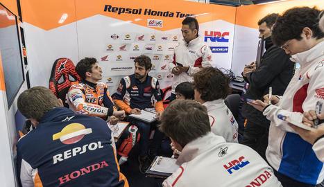 Àlex Márquez ahir durant la primera sessió d'entrenaments lliures del Gran Premi de València.