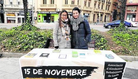 ARLLE va instal·lar una taula informativa ahir a la plaça Cervantes.