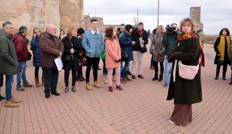Dolors Miquel (dreta), ahir al costat d'alguns dels 64 participants a la Seu Vella de Lleida.