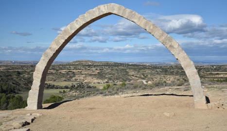 L'Arc d'Adar, una vegada finalitzada la reconstrucció.