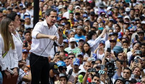 El cap del Parlament, Juan Guaidó, es va unir als opositors del Govern de Nicolás Maduro.