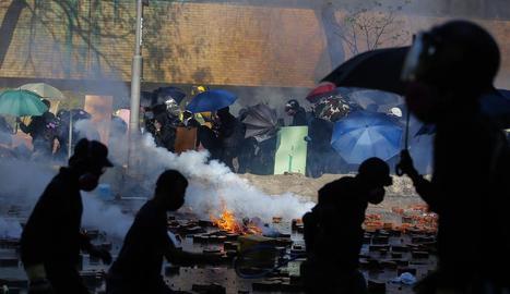 La tensió torna a Hong Kong amb més violència.