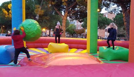 Els més petits van poder jugar amb atraccions inflables.