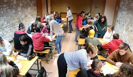 Grups de treball del programa 'S.O.S. project' de l'Erasmus+, al centre Les Obagues de Juneda.