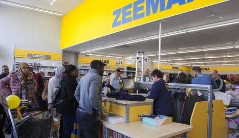 La botiga Zeeman va rebre el primer dia nombrós públic.
