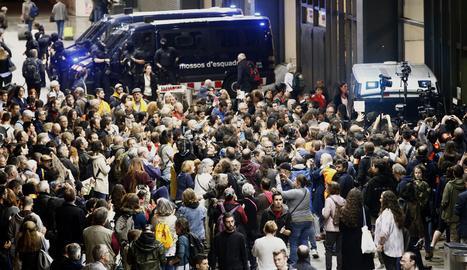Protesta dels CDR a l'estació de Sants de Barcelona.