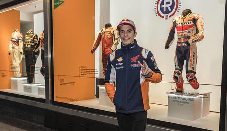 L'octacampió de MotoGP va ser ahir a la inauguració dels monos de competició Repsol.