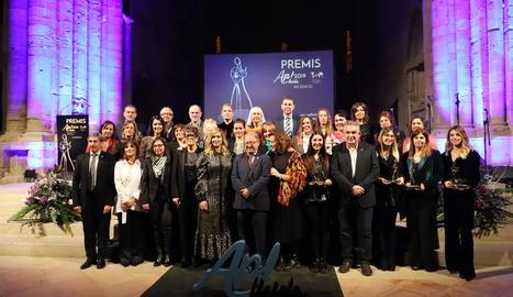 Foto de grup de les dones, empreses i entitats guardonades per Ap! Lleida, ahir a la Seu Vella.