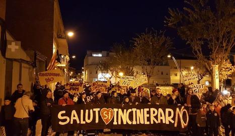 La mobilització dels contraris a Tracjusa ahir als carrers de Juneda.