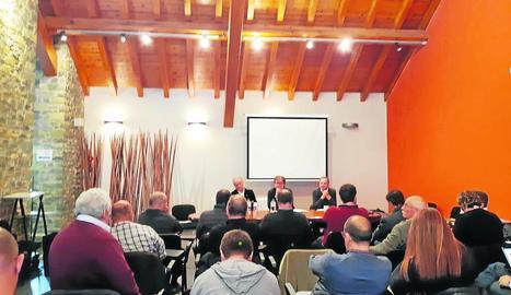 Imatge de la reunió amb els alcaldes que es va celebrar ahir a Sort.