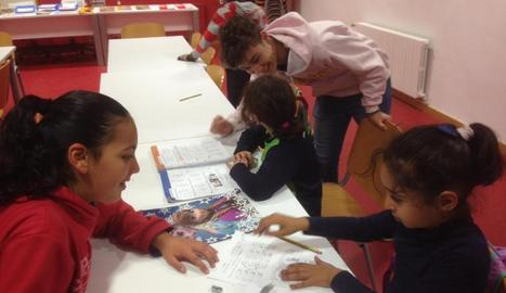 Alguns alumnes fan el voluntariat a Càritas Balaguer.