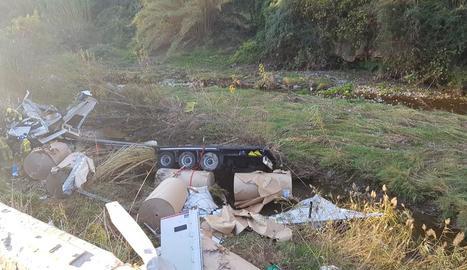 Imatge de l'estat en el qual va quedar el camió.