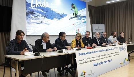 Talarn, al centre, ahir durant la presentació de la nova temporada d'esquí a la Diputació.