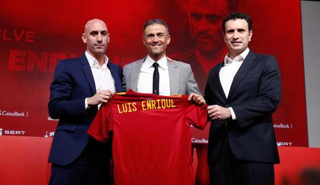 Luis Rubiales, Luis Enrique i Francisco Molina, en la presentació del seleccionador.