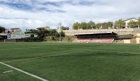 Canviar la gespa del camp de futbol costarà 276.000 euros.