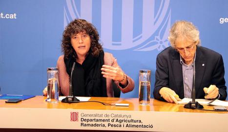 Teresa Jordà i Oriol Anson van presentar l'informe ahir a Barcelona.