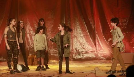 La companyia La Inestable va presentar ahir a l'Espai Orfeó de Lleida el seu nou espectacle teatral, 'Pols'.