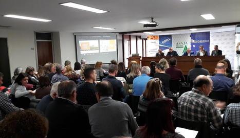 Unes setanta persones van acudir a la jornada celebrada ahir a la seu de la COELL a Lleida.