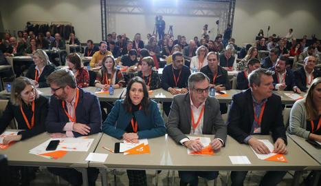 Arrimadas i Villegas, al centre, durant la reunió d'ahir.