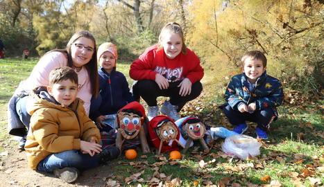 La recerca del tió i la tiona ahir a la Mitjana va registrar un rècord de participació, amb 265 famílies.
