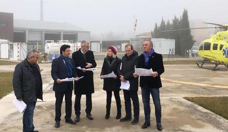 El secretari d'Infraestructures i Mobilitat, Isidre Gavín, juntament amb la delegada del Govern a l'Alt Pirineu i Aran, Rosa Amorós, i el regidor de mobilitat i urbanisme de l'Ajuntament de Tremp, Antoni Flores, han visitat l'heliport de Tremp.