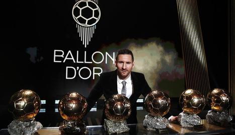 Leo Messi posa amb les sis Pilotes d'Or que ha conquerit en la seua brillant carrera.