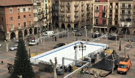La pista de patinatge sobre gel de Balaguer entrarà en funcionament aquest pont de la Puríssima.