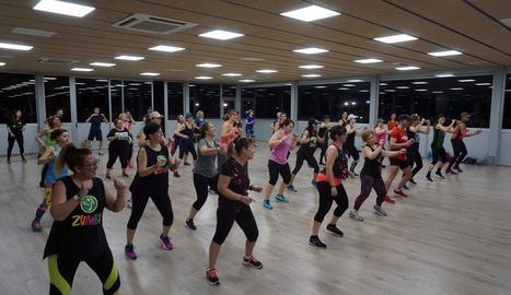 Sessió de fitnes i pàdel al Sícoris Club a favor de La Marató