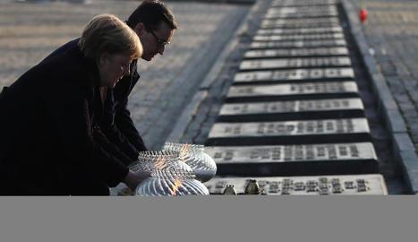Merkel visita Auschwitz: