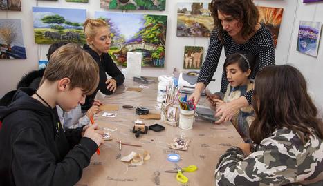 La Fira d'Artistes compta amb un ampli ventall d'activitats paral·leles com els tallers.
